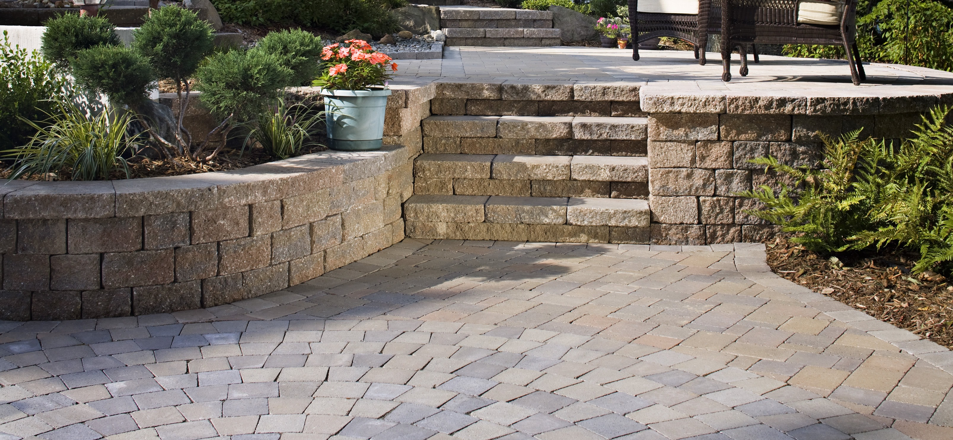 Concrete Retaining Wall & Patio Pavers