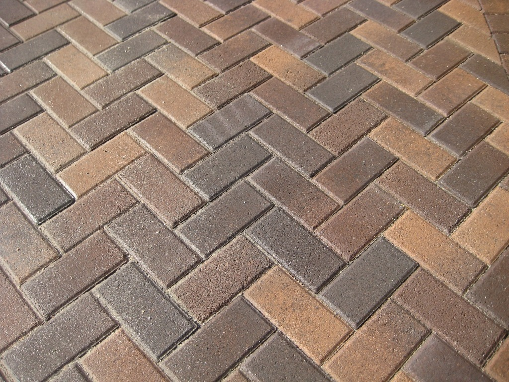 herringbone laying pattern - Paver Design Ideas