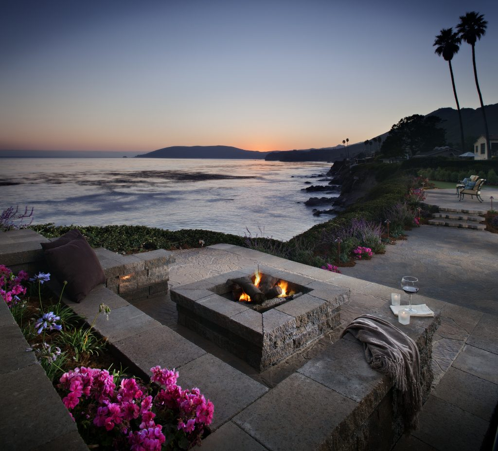 outdoor fire pit or fireplace