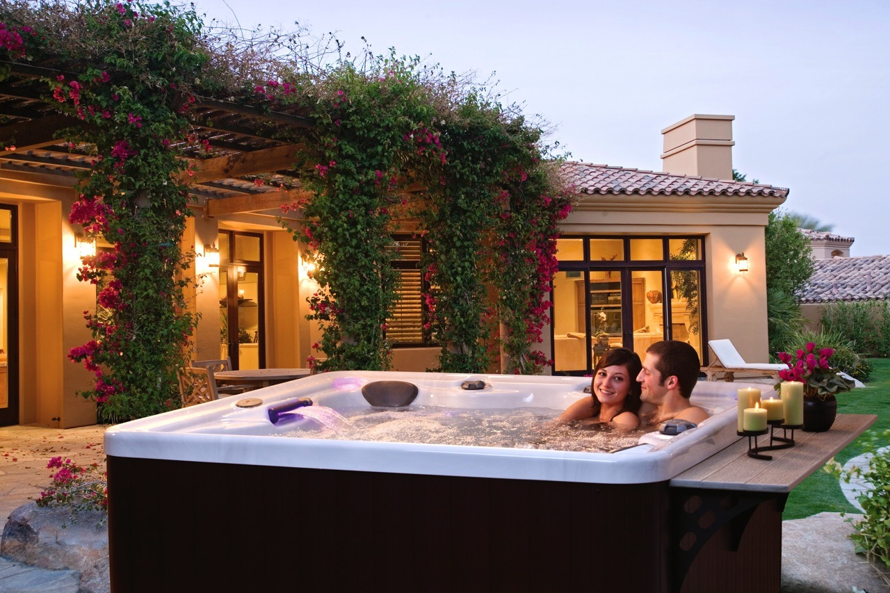 Buying tips what to think about before you buy your hot for Types of hot tubs