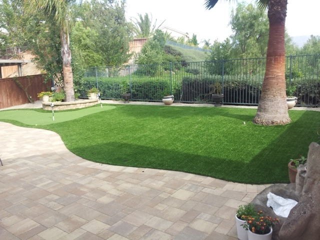Backyard Putting Green Guide (Artificial Grass vs. Real ... on Turf Backyard Ideas id=18975