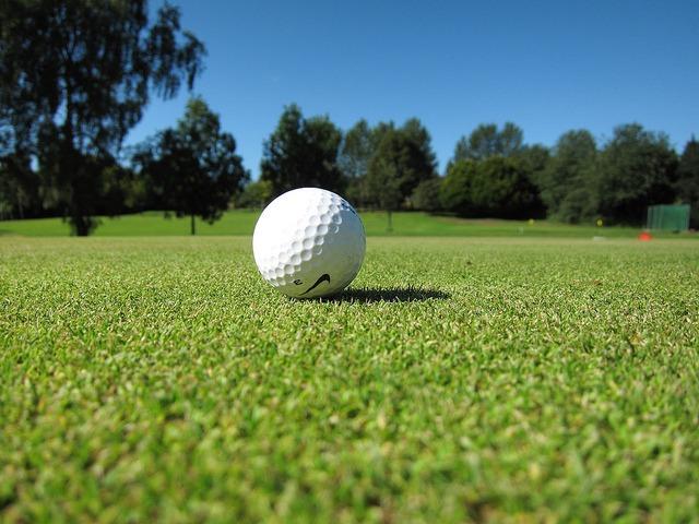 Senior Outdoor Activities: Golfing