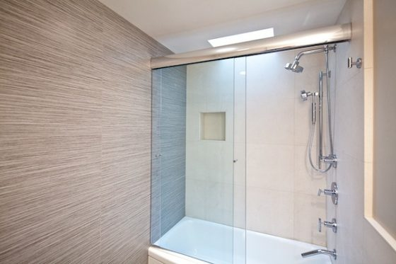 Cleaning Bathrooms the Natural Way