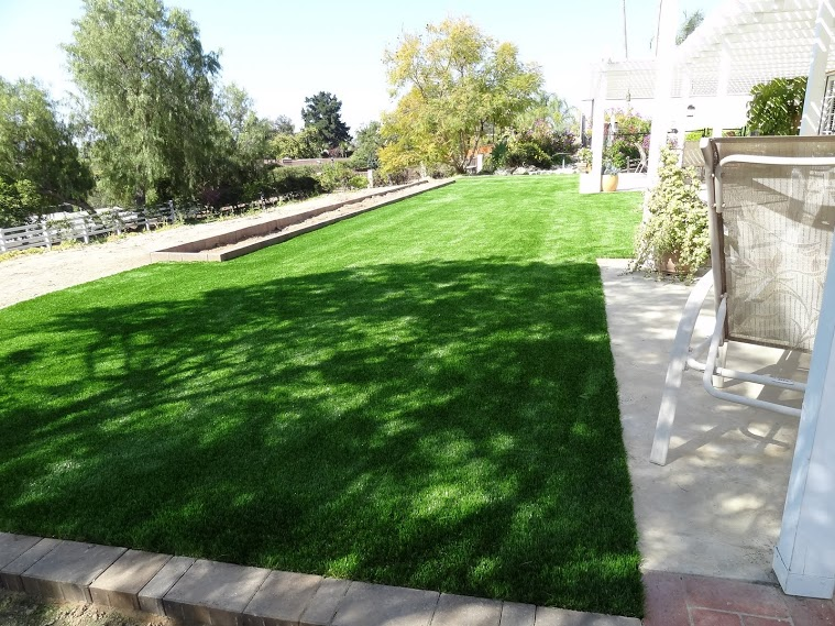 synthetic-grass-install