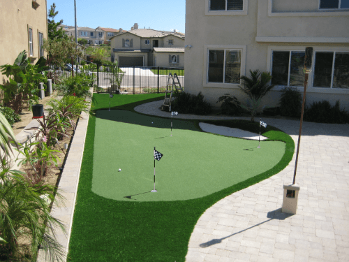Custom Outdoor Putting Greens