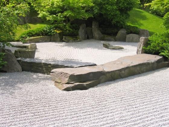 Japanese-Garden-with-Gravel-560x420