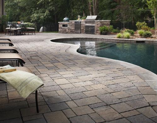 Pavimentazione in pietra piscina coperta
