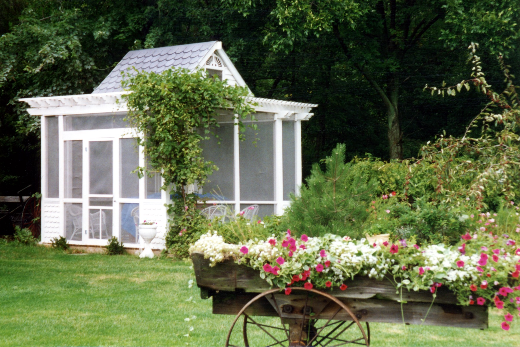 36 landscape design terms you need to know install it direct for Costruire un cottage