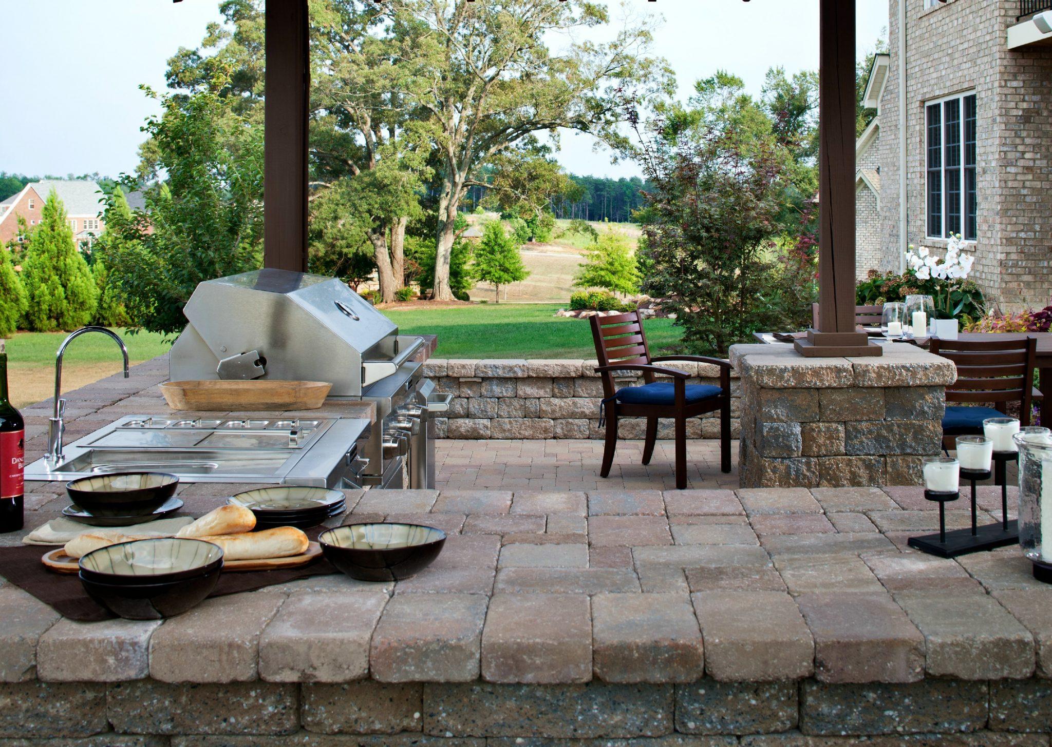 outdoor kitchen designs: paver countertop