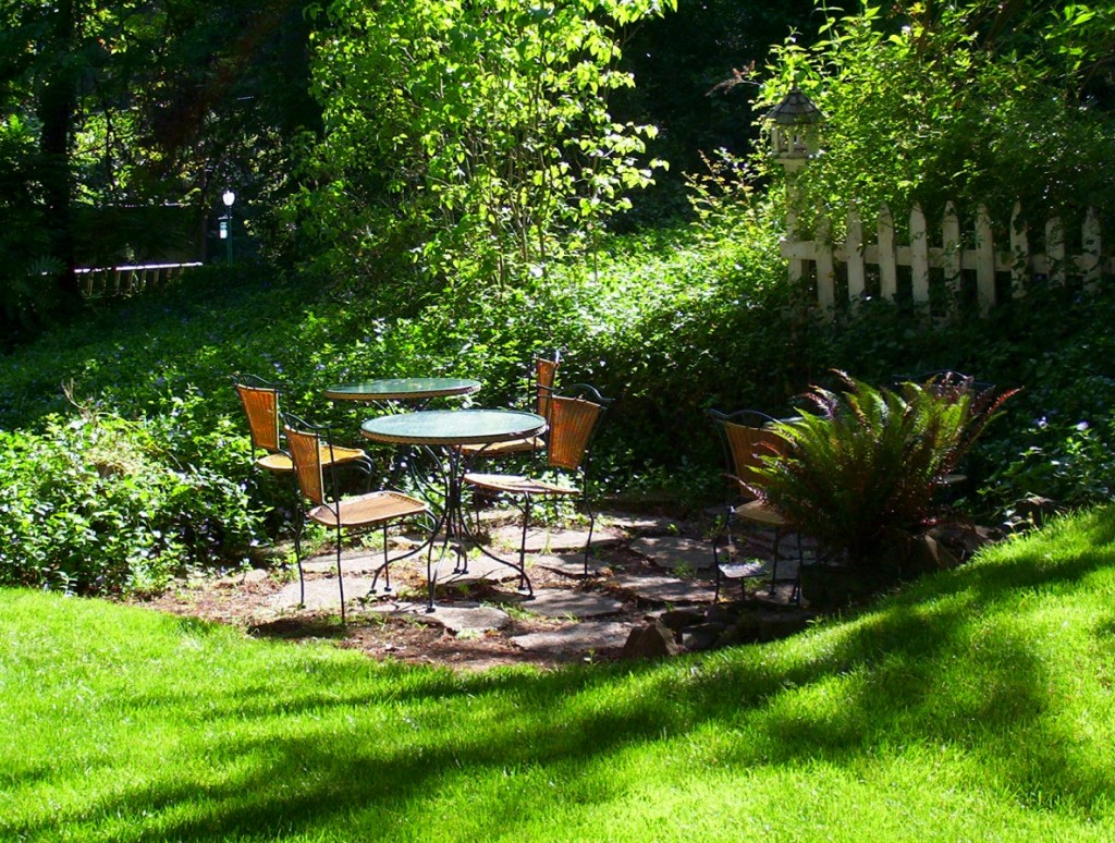 A small seating area increases front yard functionality.