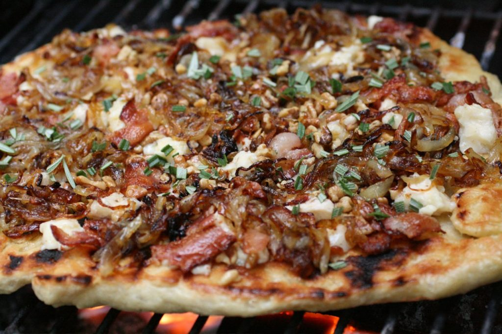 Outdoor Entertaining Tips for Grilling Pizza on the ...