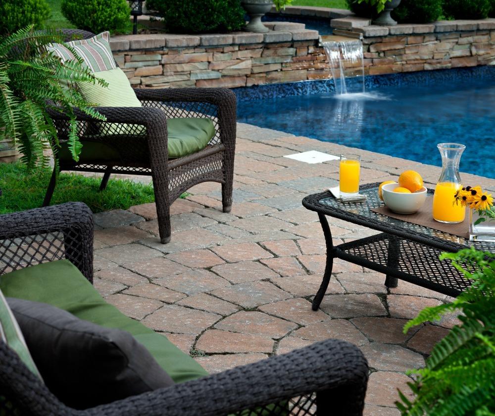 How to make your backyard feel like a resort
