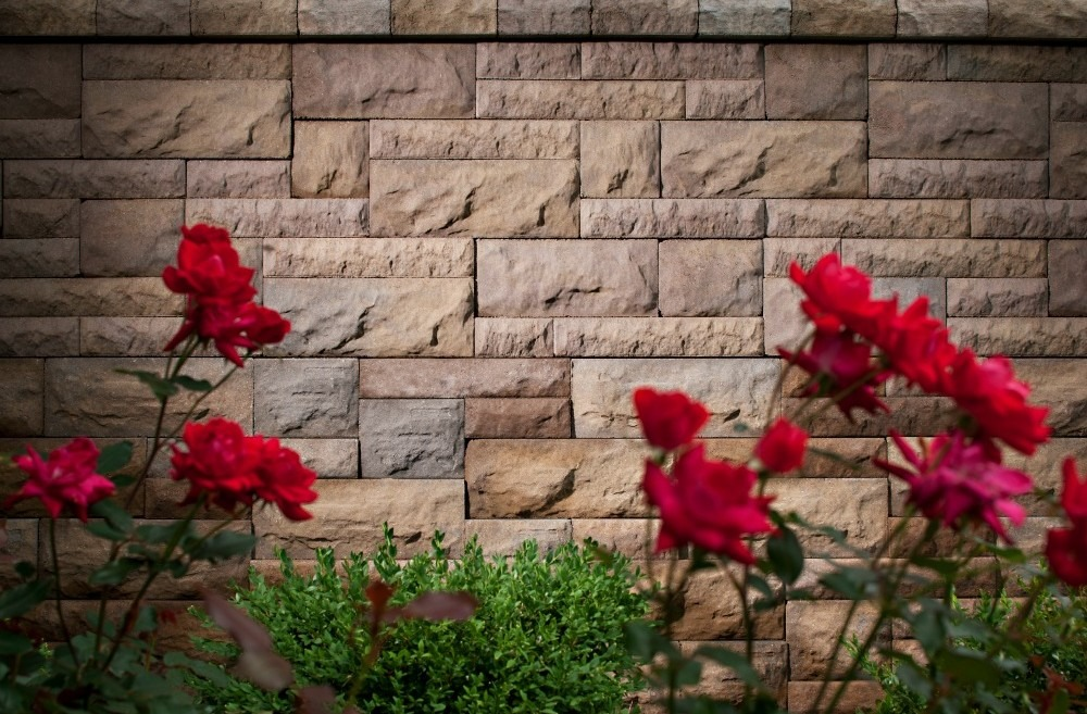 Noise reduction using a wall of concrete pavers