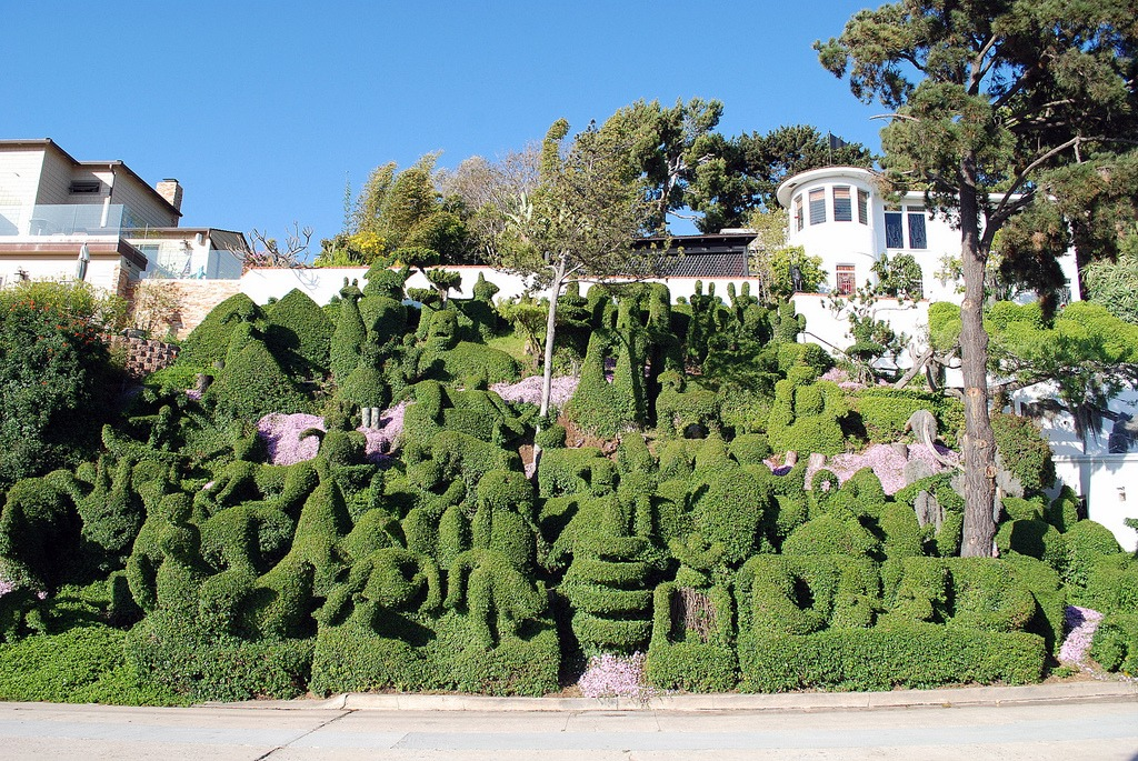 The house in Mission Hills famous for its topiaries