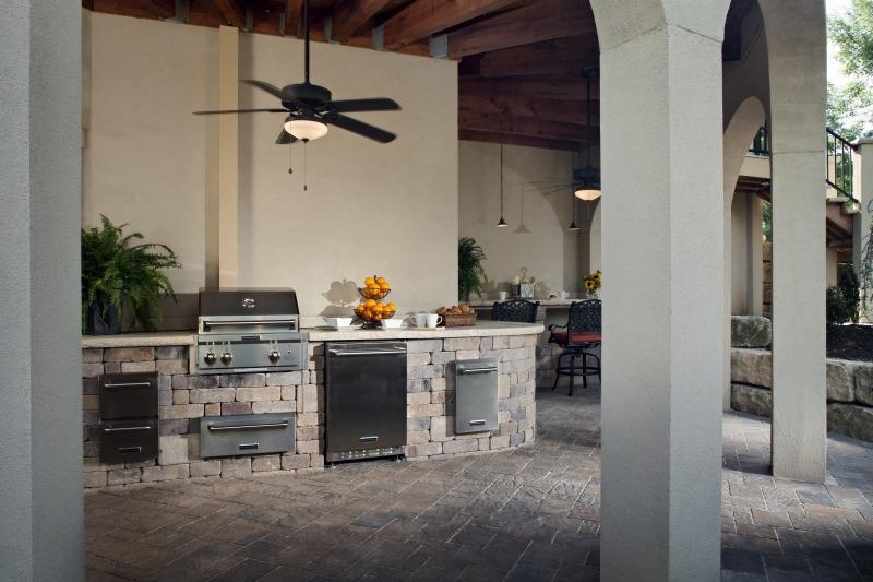 Outdoor Kitchen on Paving Stone Patio