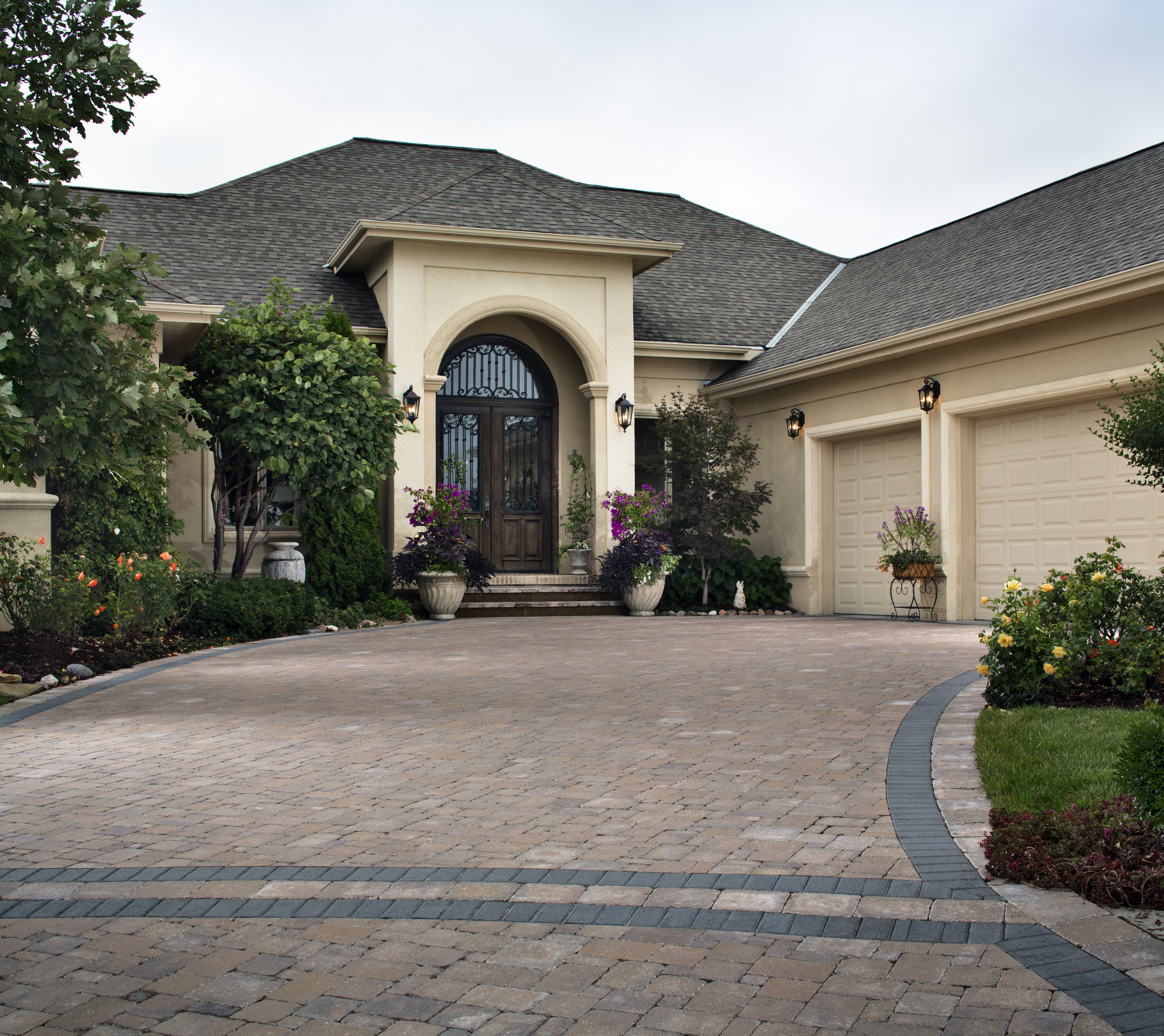 Weed killer guide prevent weeds in driveways walkways for Removing concrete driveway