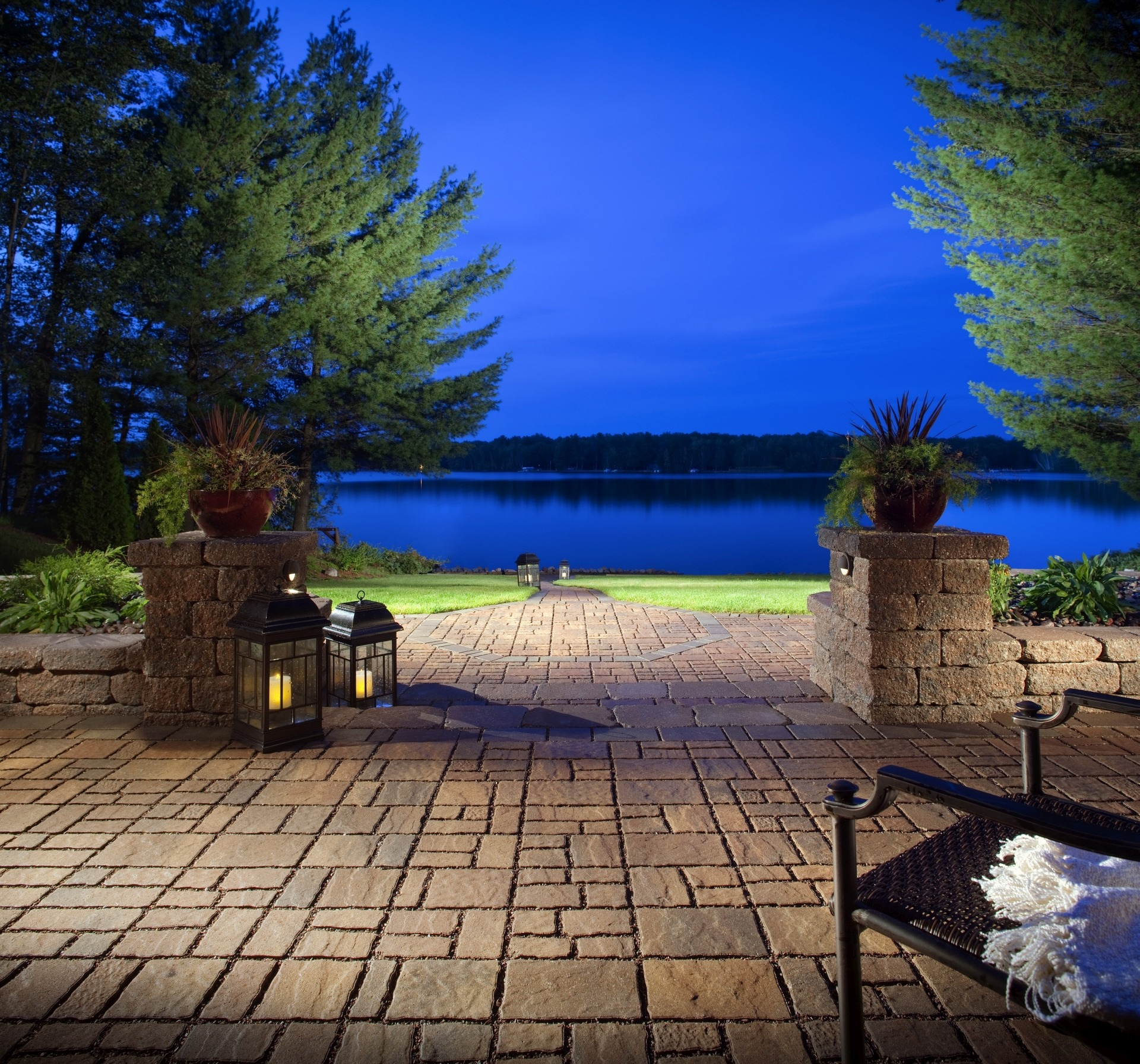 Low-Maintenance Landscaping for Large Yards