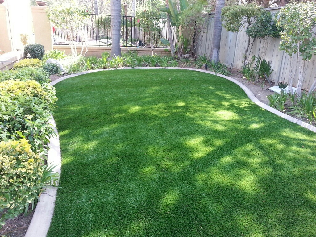 Synthetic Turf Lawn