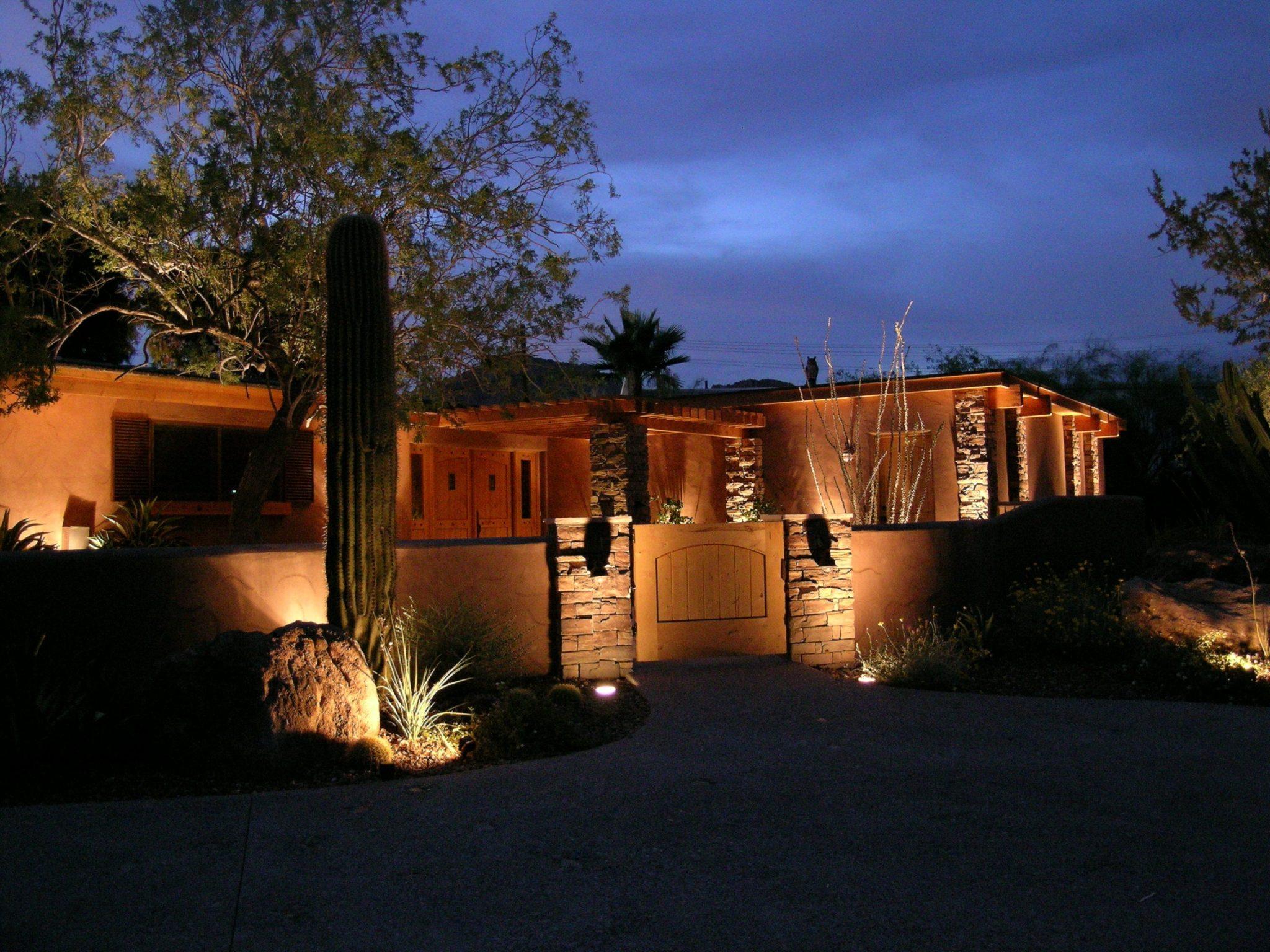 Halogen vs. LED Landscape Lighting