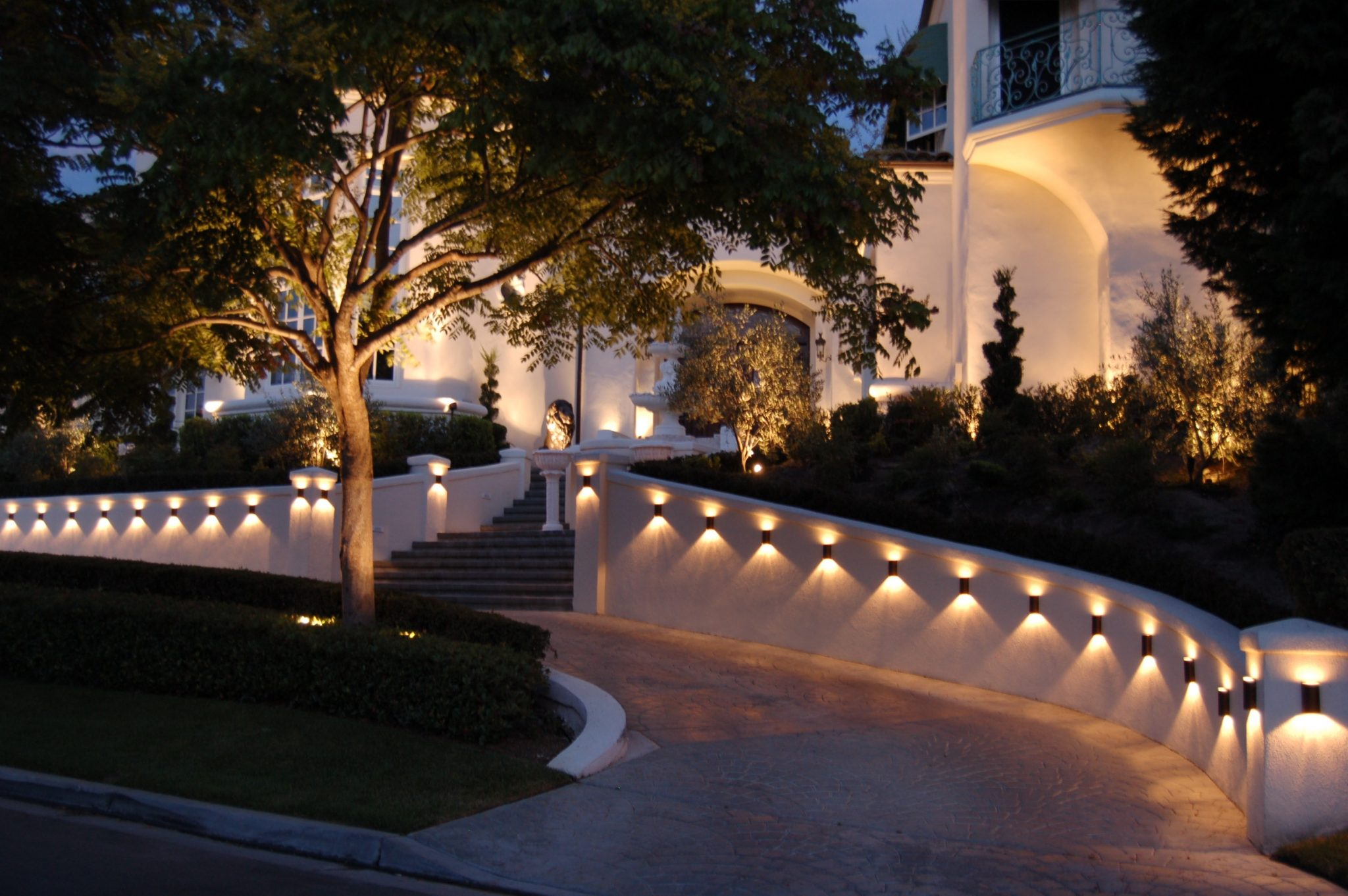 landscape lighting for the fall