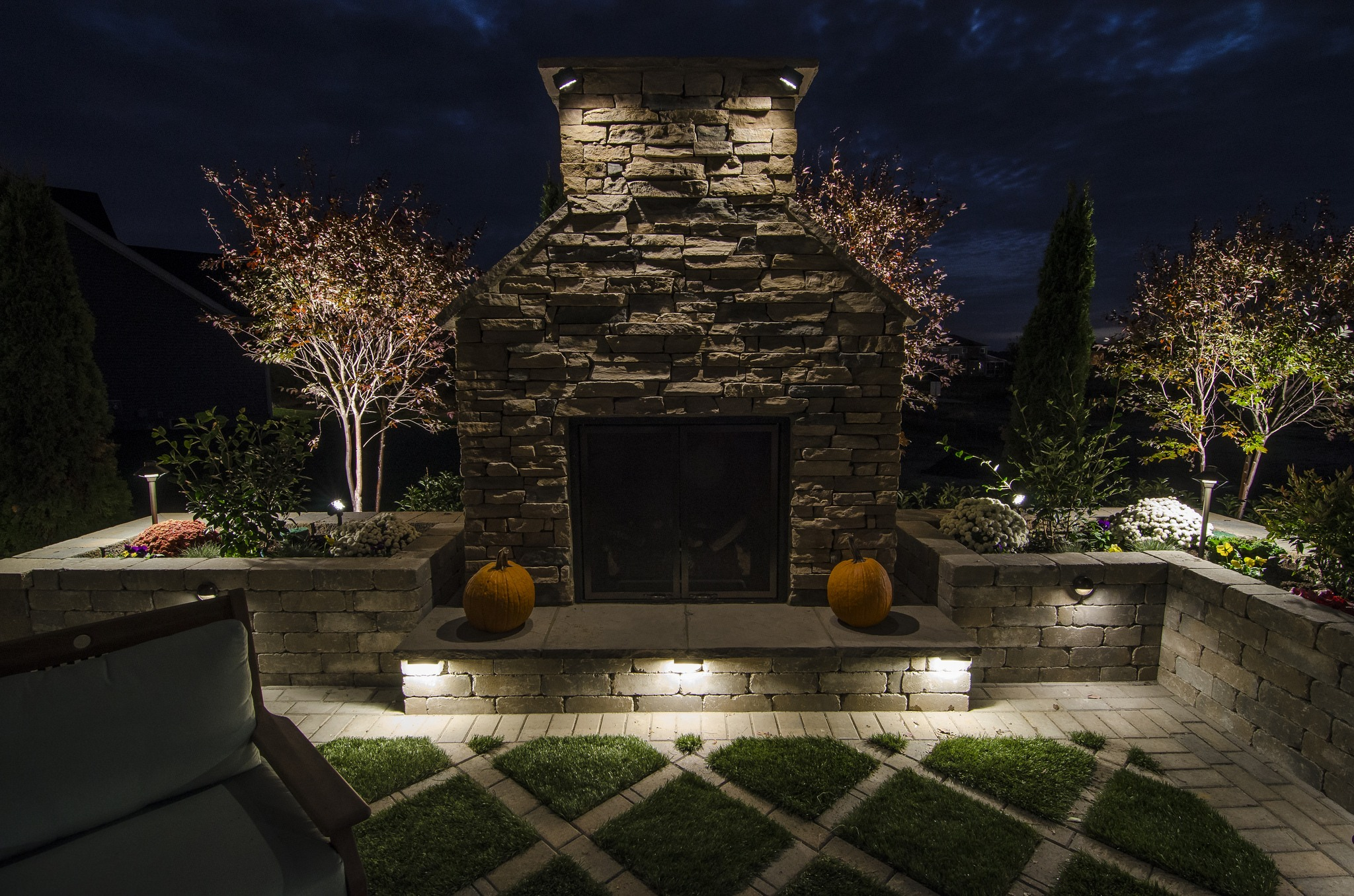 Outdoor Landscape Lighting Professional : Your curb appeal with landscape lighting tips install it direct