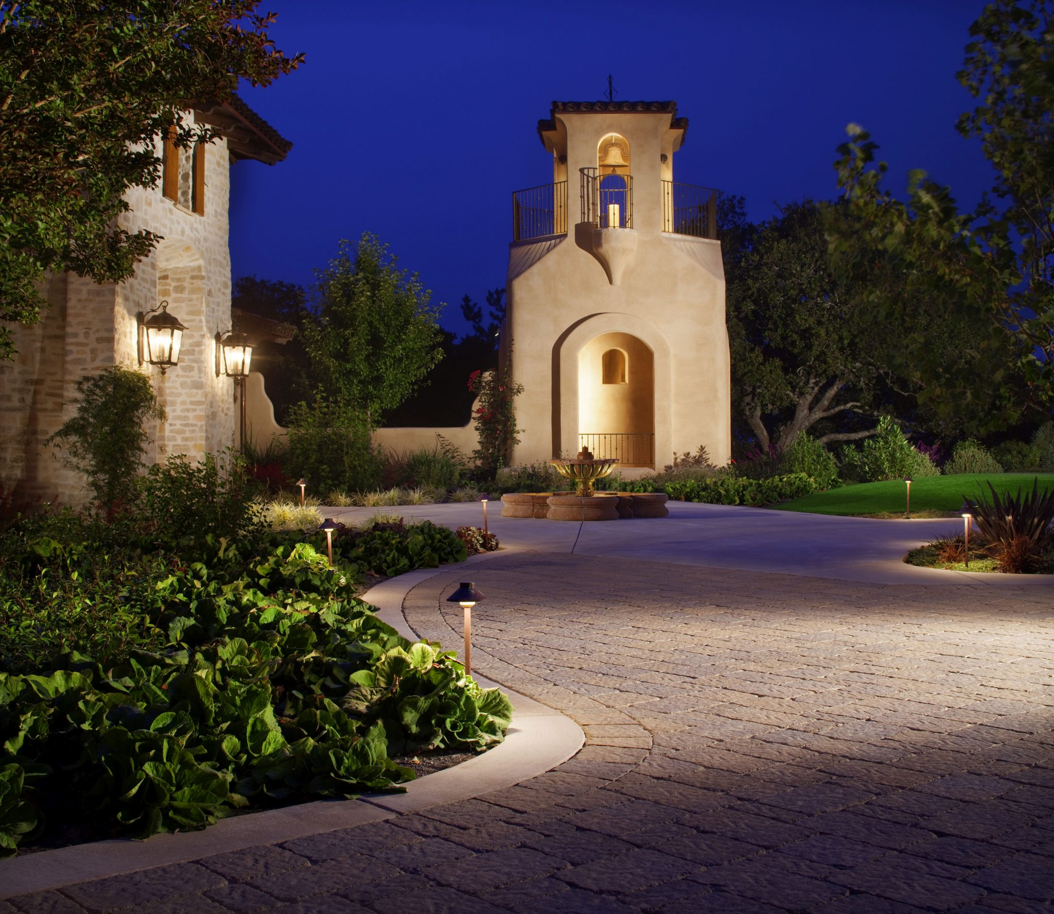 Landscape Lighting Ideas: Driveway Lights Guide: Outdoor Lighting Ideas + Tips