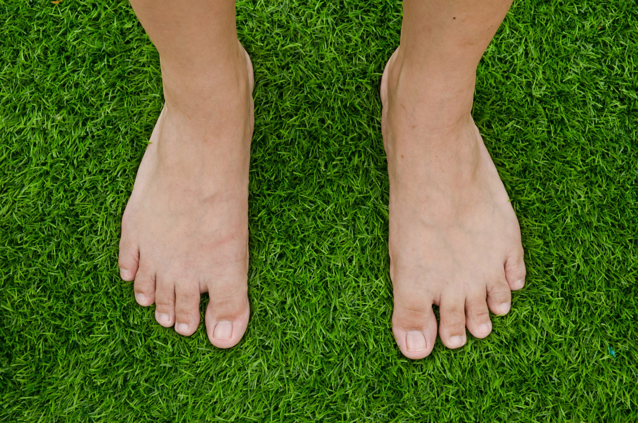does artificial grass flatten
