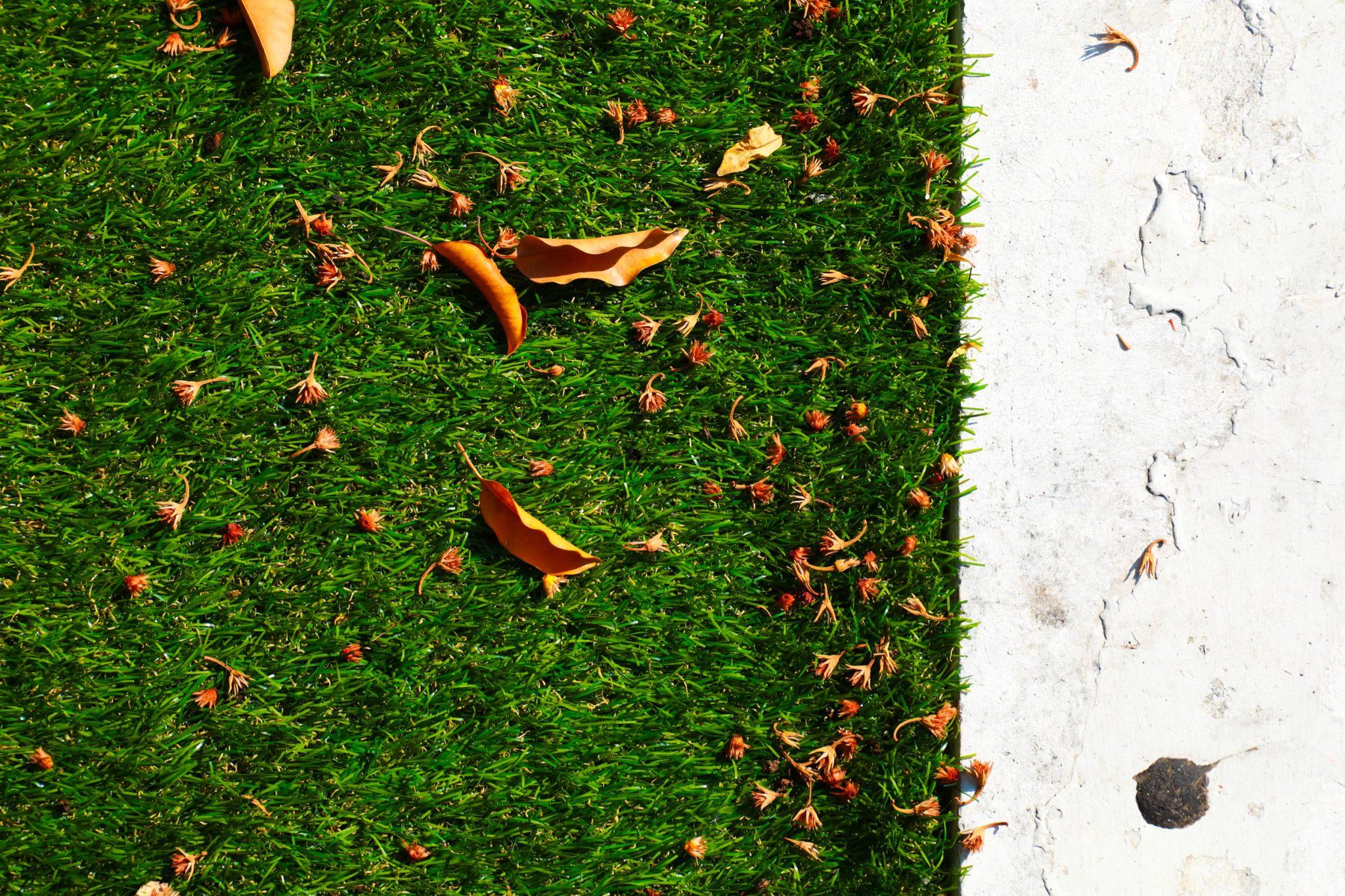 does artificial grass get muddy