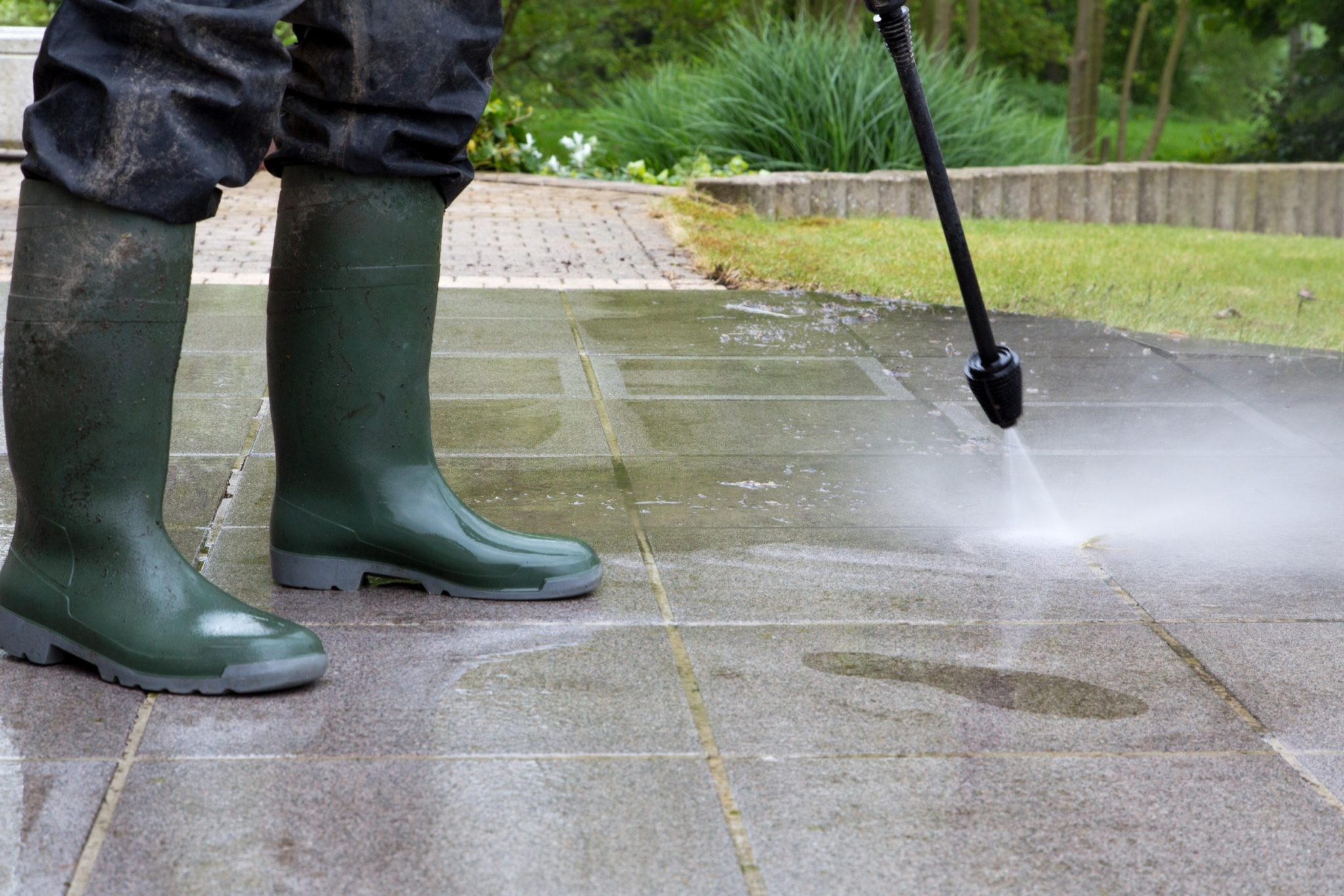 can pressure washing damage concrete pavers bricks