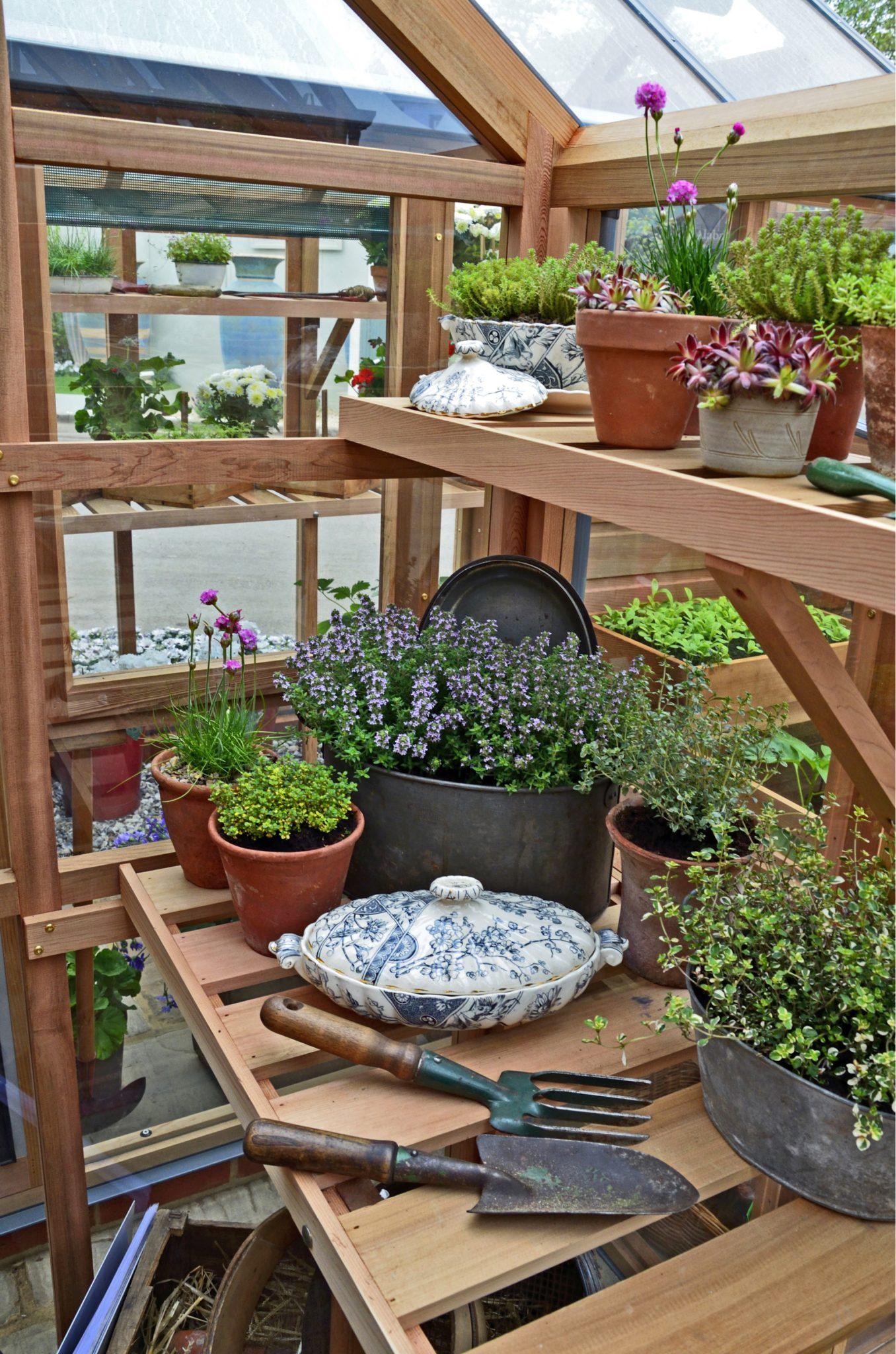 potting bench gardening