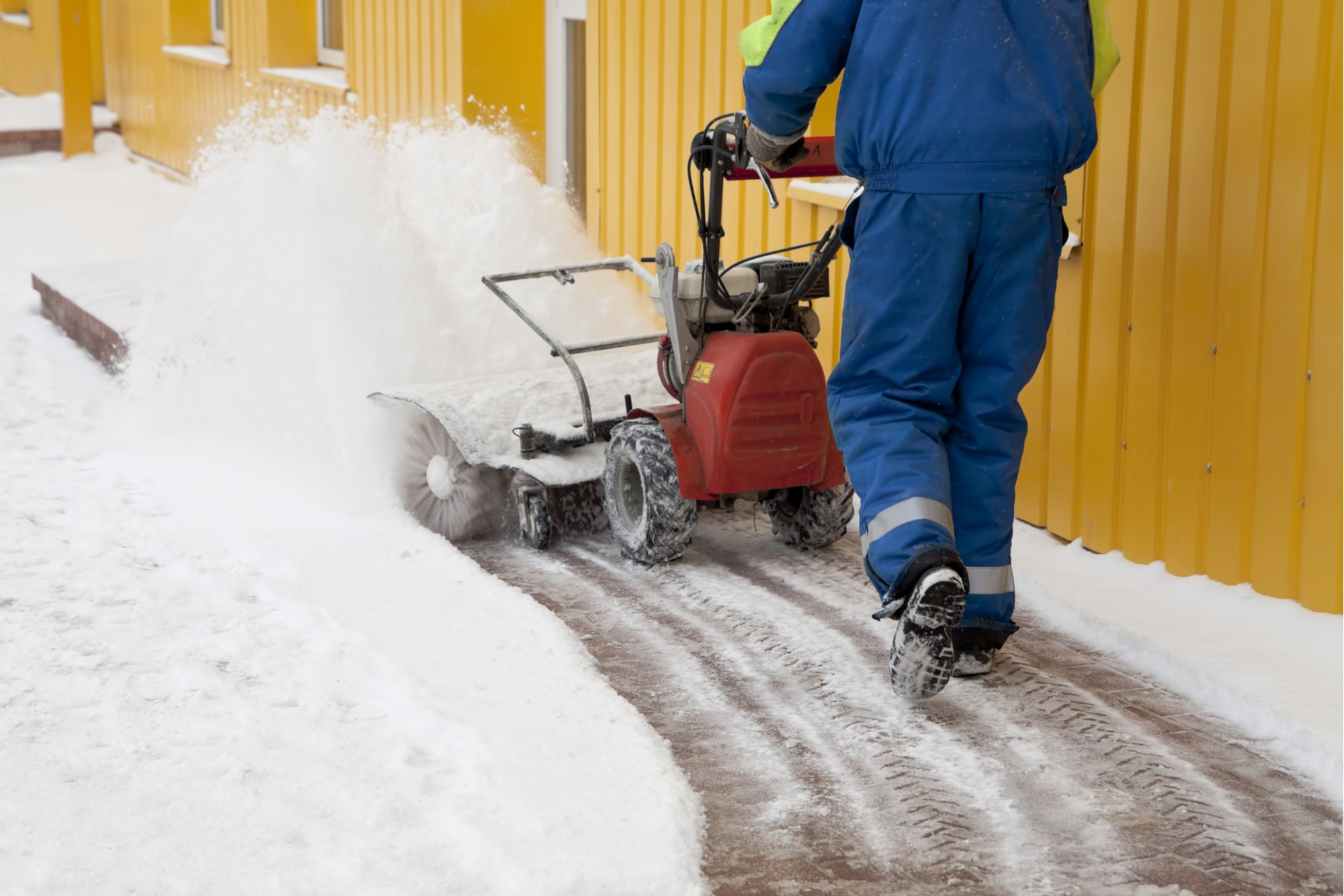 how-to-remove-ice-from-pavers