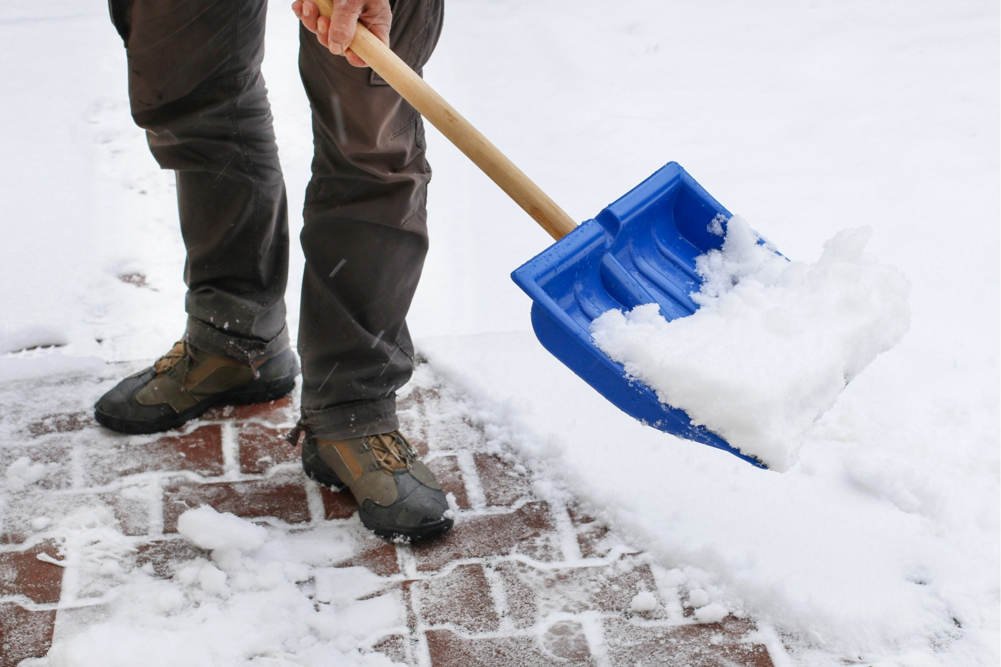 how-to-remove-snow-from-pavers