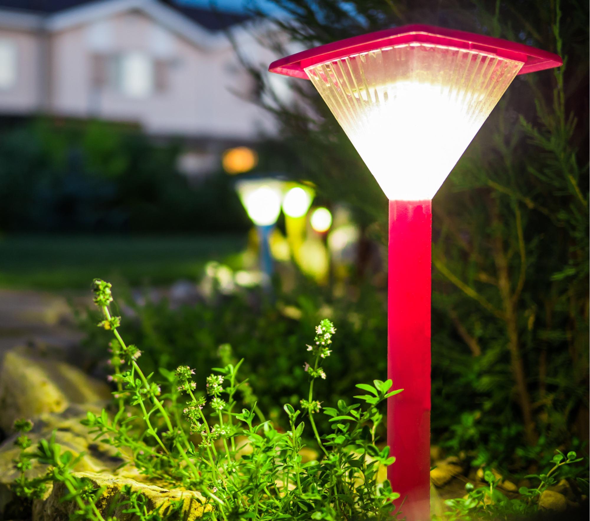 solar landscape lighting info