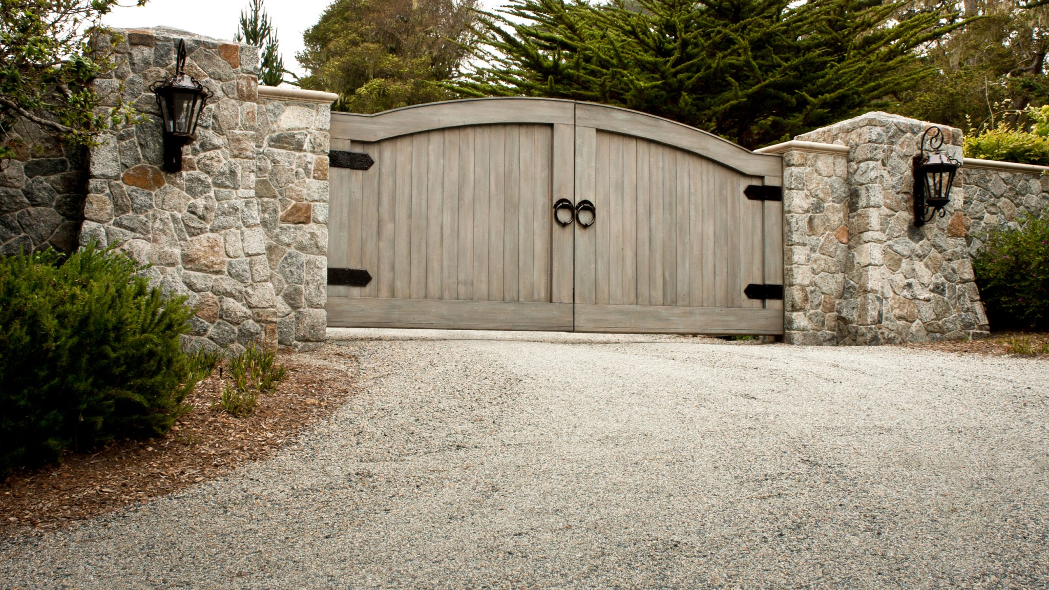 Driveway Designs for French Style Homes Gravel