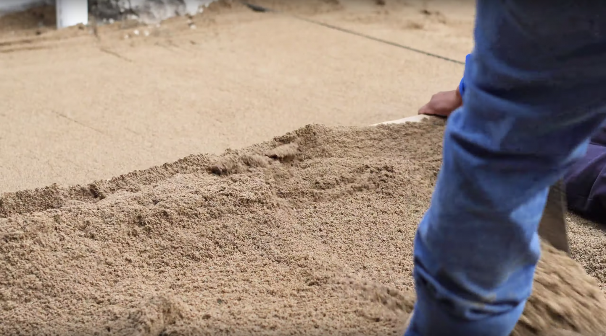 how to screed bedding sand