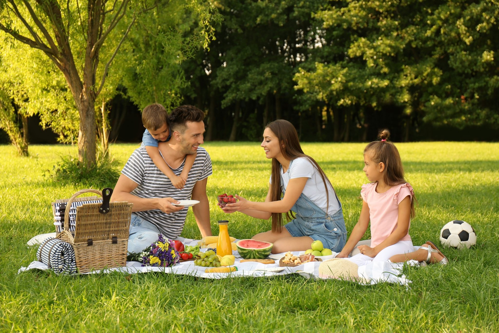 How to Pack Picnic Basket