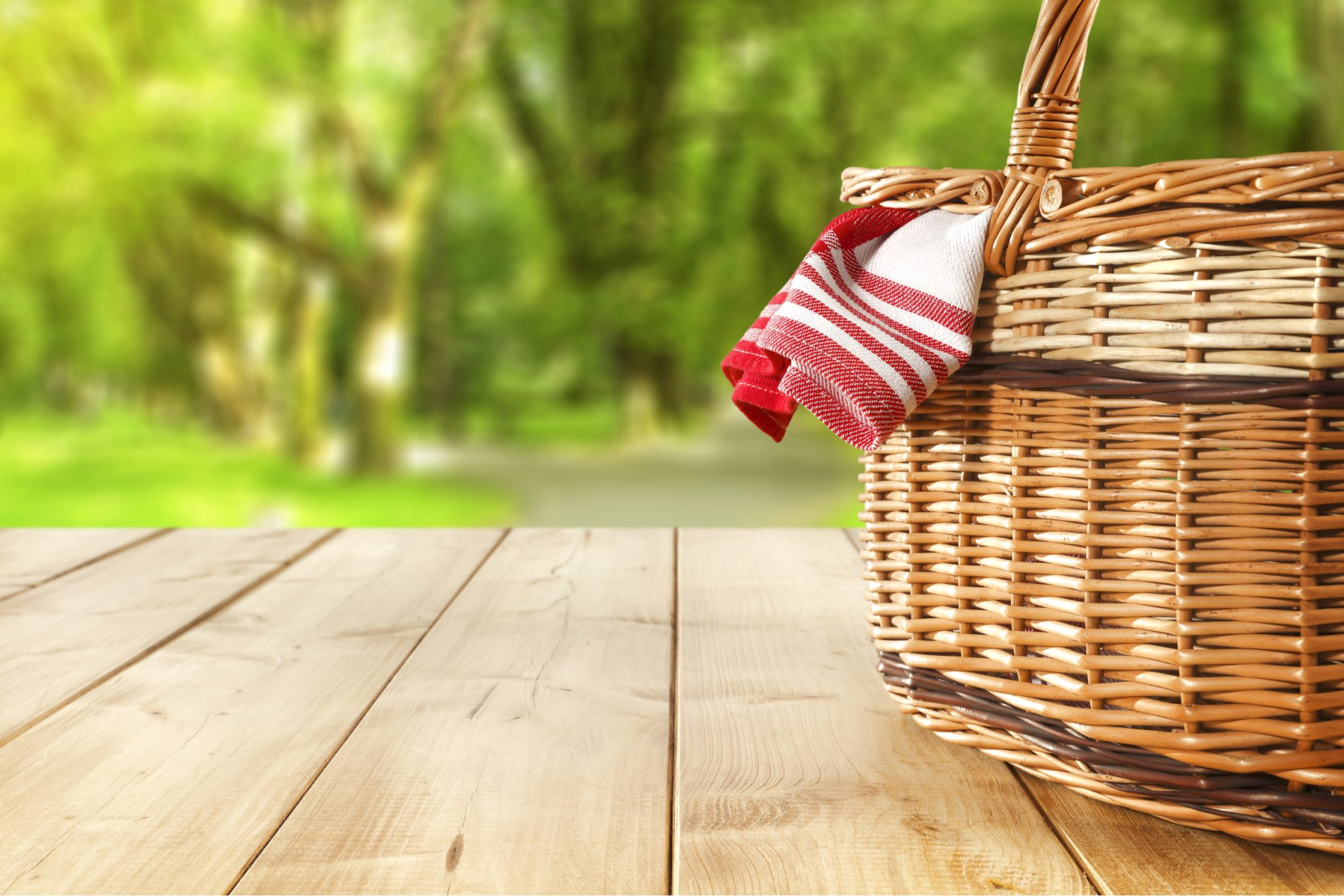 How to Pack the Perfect Picnic Basket